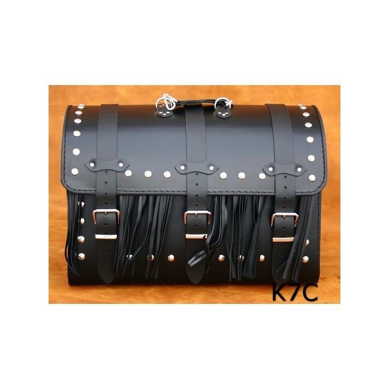 Kufer centralny ćwiekowany z frędzlami / SA-K7C