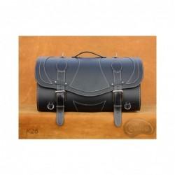 Skórzany kufer centralny z ozdobnymi białymi nićmi / SA-K26A