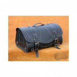 Skórzany kufer centralny z ozdobnymi białymi nićmi / SA-K26A - przód