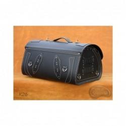 Skórzany kufer centralny z ozdobnymi białymi nićmi / SA-K26A - tył