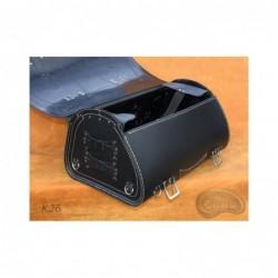 Skórzany kufer centralny z ozdobnymi białymi nićmi / SA-K26A -  środek